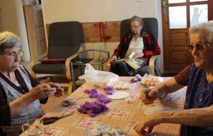 Príprava levanduľových bábik