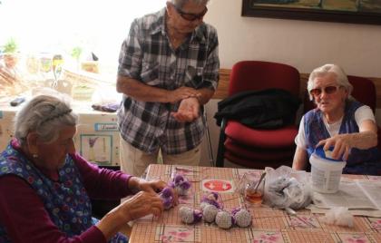Pokračovanie výroby levanduľových bábik