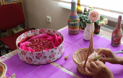 Výroba pleťovej vody z lupienkov ruží