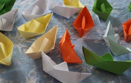 Výroba papierových lodiek ako spomienka na sv. Bystríka