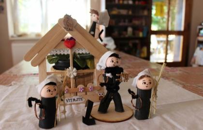 Výroba maličkých kominárikov pre šťastie