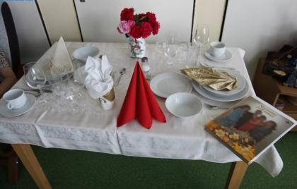 Príprava slávnostnej tabule – stolovanie